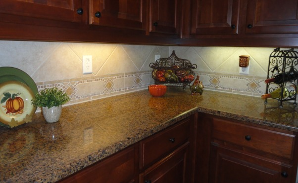 """Falling"" in the kitchen , Starting to incorporate fall touches in the kitchen :) Fall is my favorite time of year!, Holidays Design"