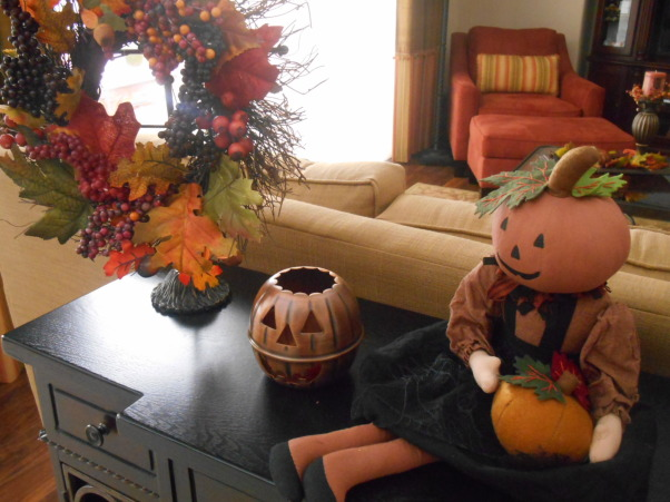 Fall time and Halloween!, This is the sofa table in our family room ..hope you like it ! I think it's fun, Living Rooms Design