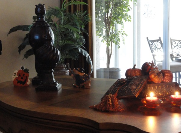 Fall time and Halloween!, Living room coffee table with some fun halloween and pumpkins :), Living Rooms Design