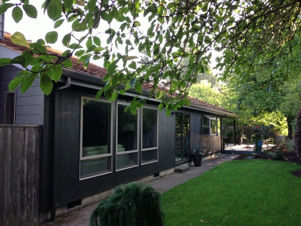 Seventies Sexy , NW contemporary sweeping roof lines, broad horizontal architecture,  Cedar vertical T&G siding, Cedar shake roof, understated facade hints at unique vaulted spaces inside , Home Exterior Design