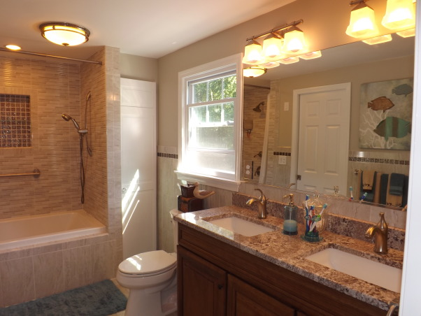Remodeled Bathroom, New renovated space with new floor plan. more functional with closet double vanity  , Bathrooms Design