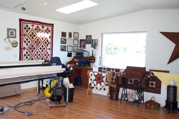 Dream Quilting Studio, Quilting/Sewing/Hobby Space, Antique roll top desk and laptop makes a perfect office space. Great view too!, Living Rooms Design