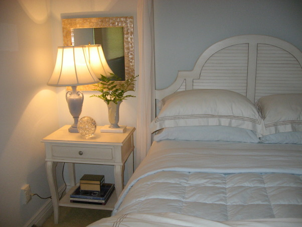 Ocean Inspired Master Bedroom, time to read in bed and say goodnight , Bedrooms Design