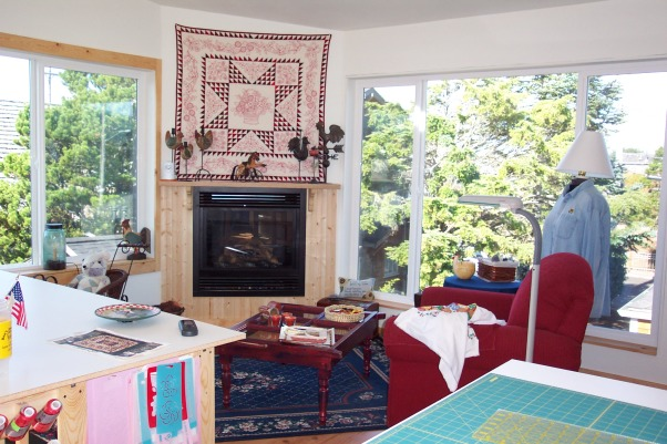 Dream Quilting Studio, Quilting/Sewing/Hobby Space, Comfy chair fireplace excellent lighting flat screen TV for watching HGTV HEAVEN!!!, Living Rooms Design