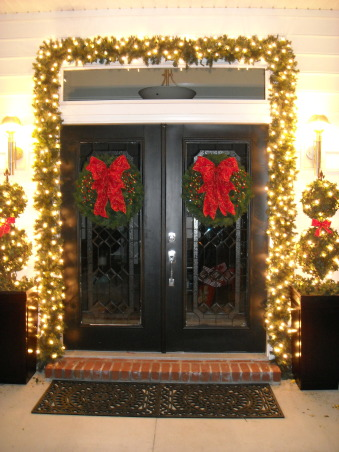 Christmas in Moyock, Unveiling the 2008 Christmas trees at my home.  Enjoy!, The front entry is decorated with a double-wieght garland and hundreds of Italian lights.  The two topiaries aside the doorway are ivy.  (Yes...all imitation greenery), Living Rooms Design