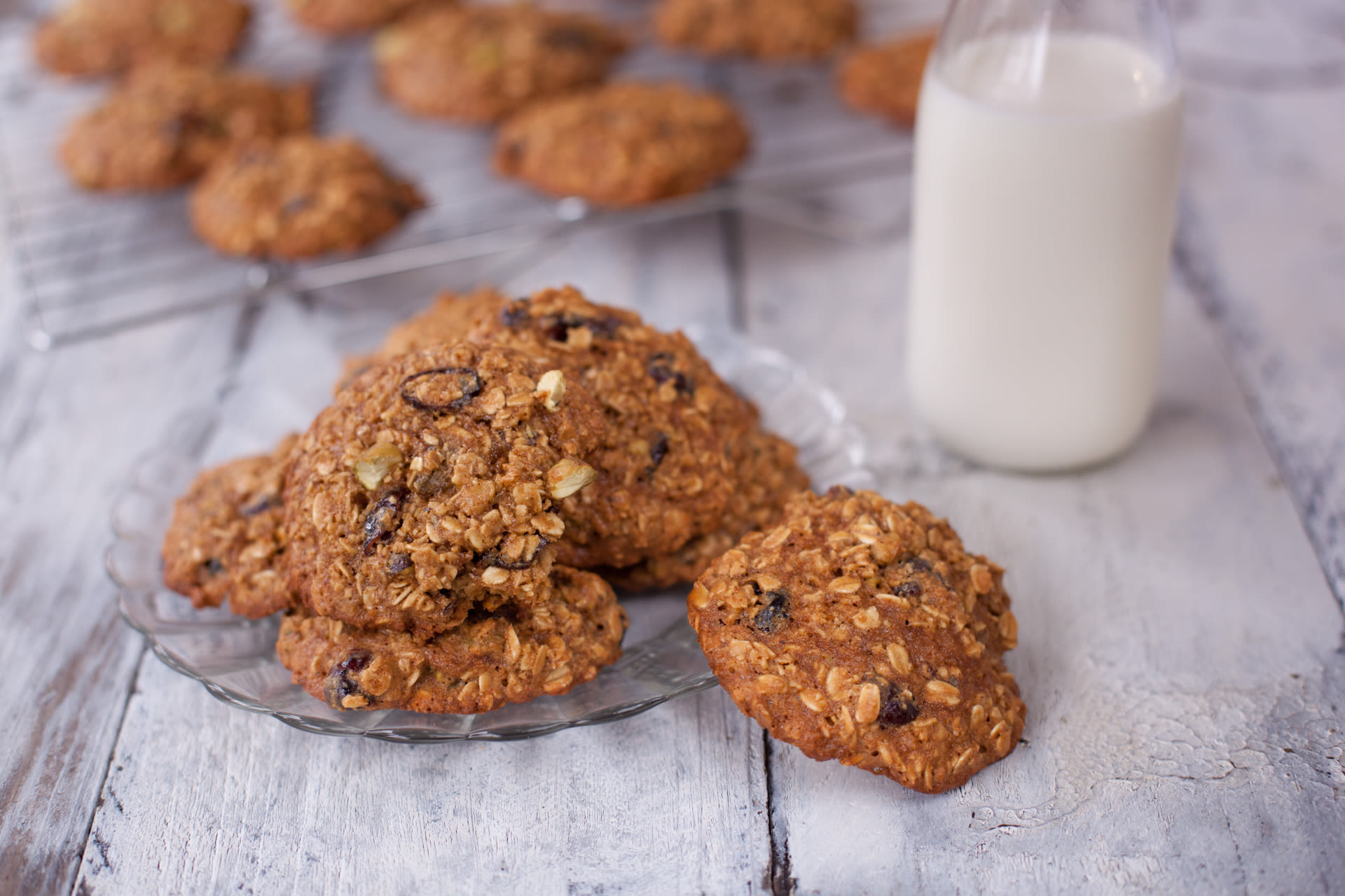 Watch Molasses and Honey Oatmeal Cookies video