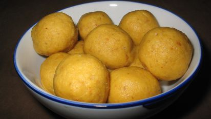 My Addictive Besan(Gram flour) Ladoo- will leave u licking ur fingers clean!