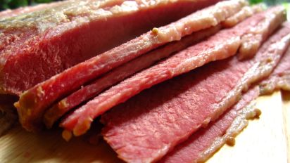 Easy Slow Cooker Corned Beef Recipe How To Make Corned Beef In A Crock Pot Food Com