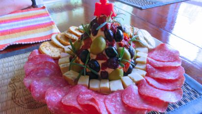 Christmas Cheese Ball.Antipasto Cheese Ball Christmas Tree