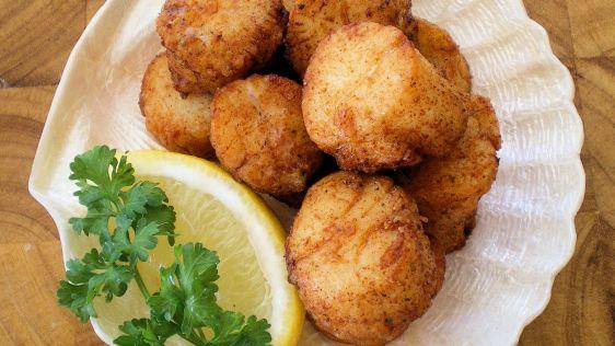 Fried Scallops | http://homemaderecipes.com/healthy/dinner/12-scallop-recipes/