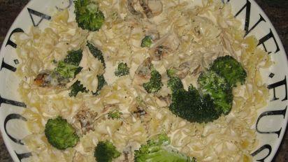 Bow Tie Alfredo With Chicken And Broccoli Recipe Genius Kitchen