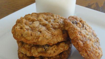 New Vanishing Oatmeal Raisin Cookies Recipe Genius Kitchen