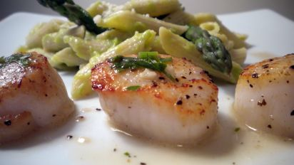 Savory Sea Scallops In White Wine Sauce Recipe Genius Kitchen