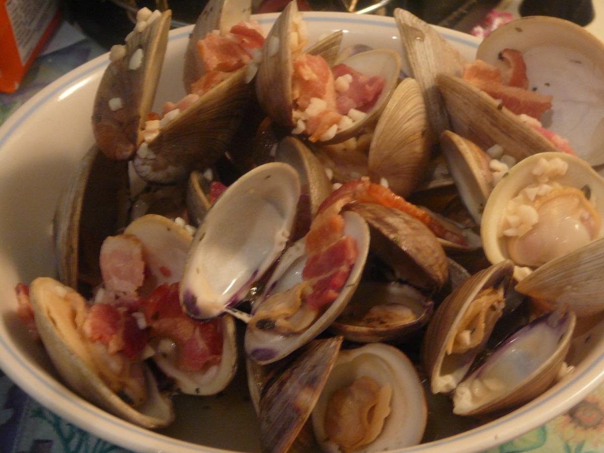 Clams in Garlic & White Wine image