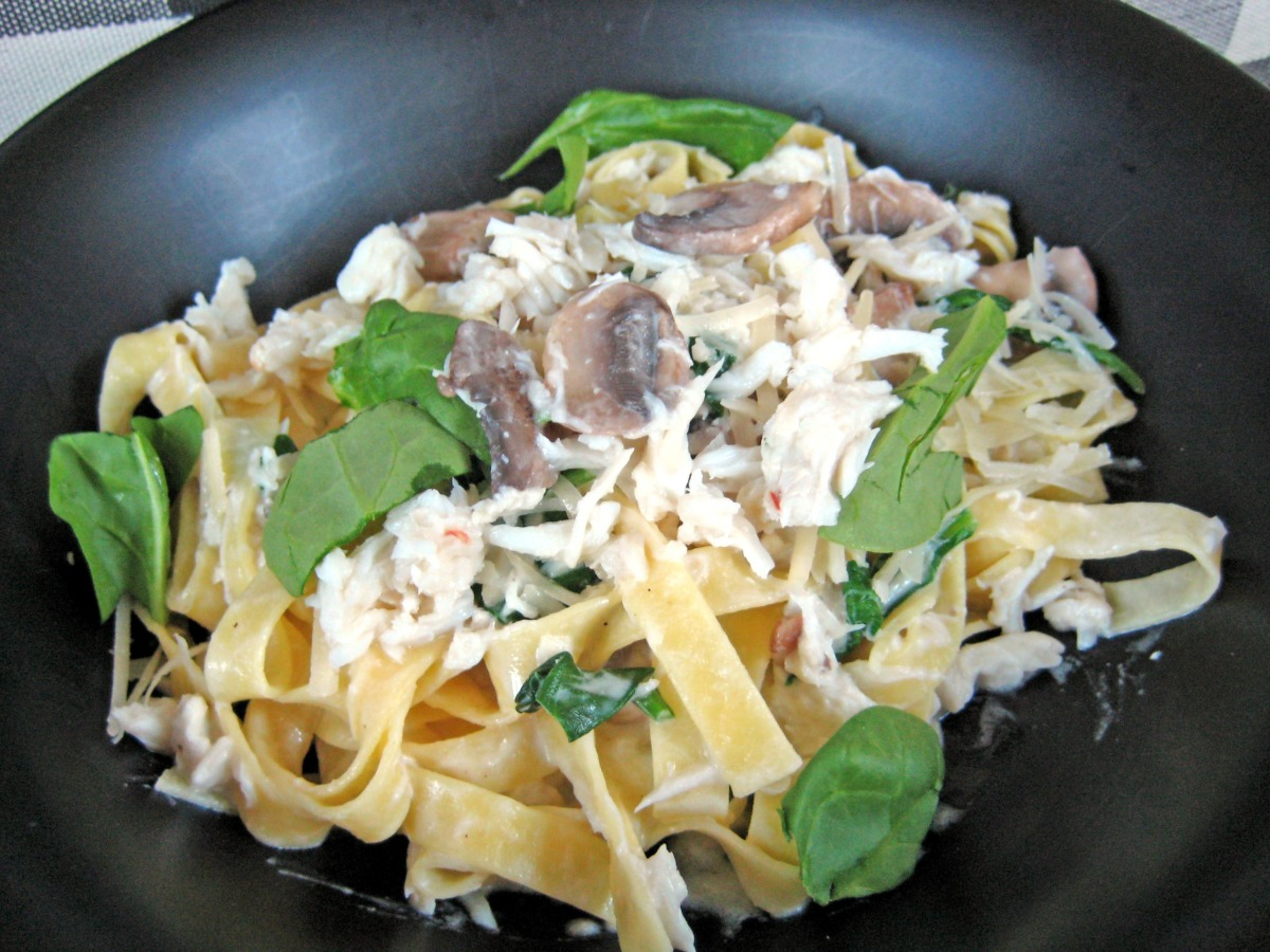 Crab Mushroom Spinach Fettuccine image
