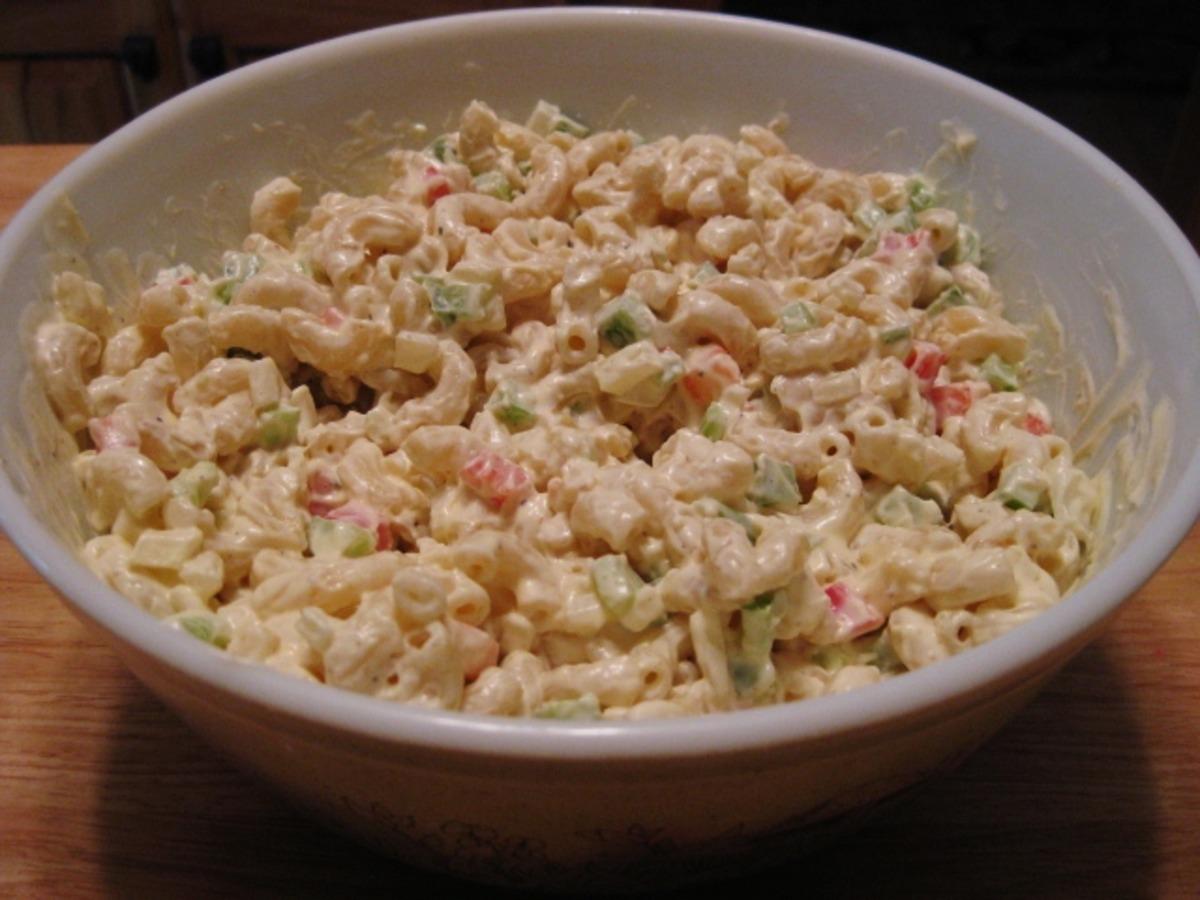 Hellmann's Classic Macaroni Salad image