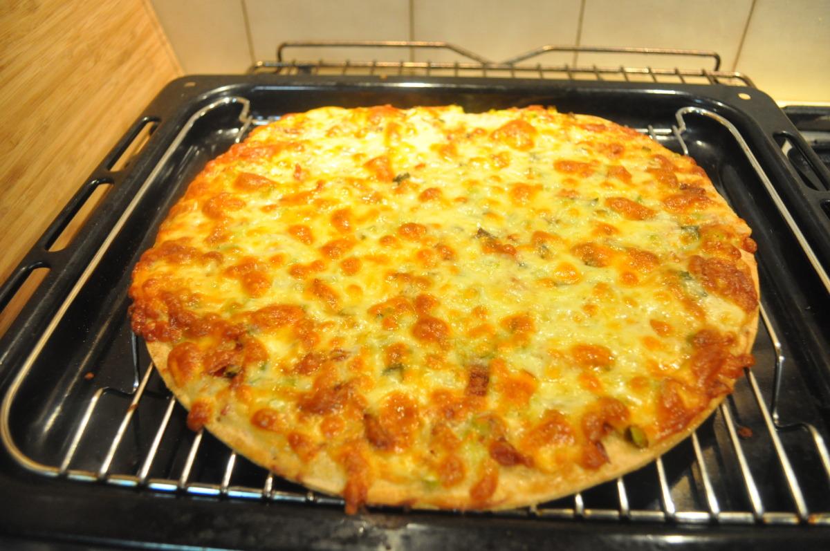 Alfredo Prosciutto Pizza image