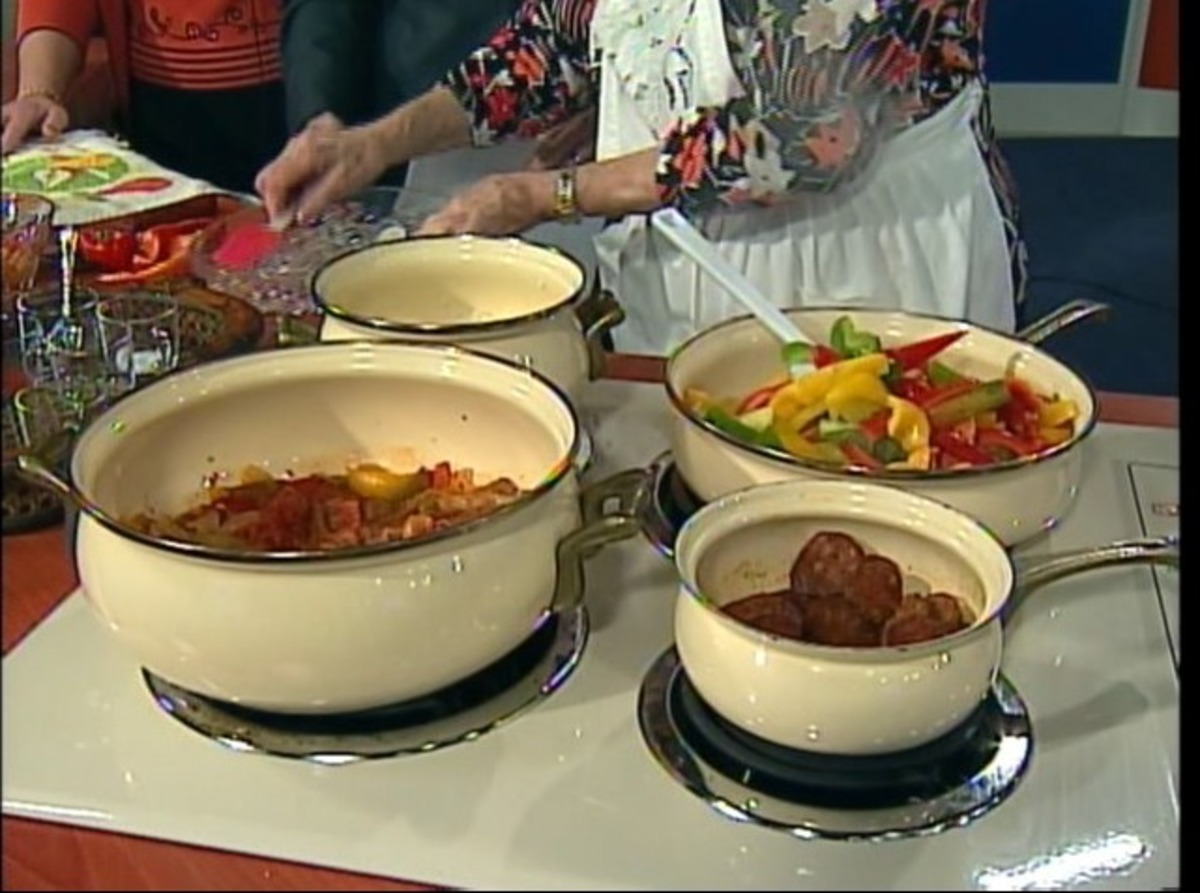 Hungarian Lecso - Pepper, Sausage and Tomato Stew image