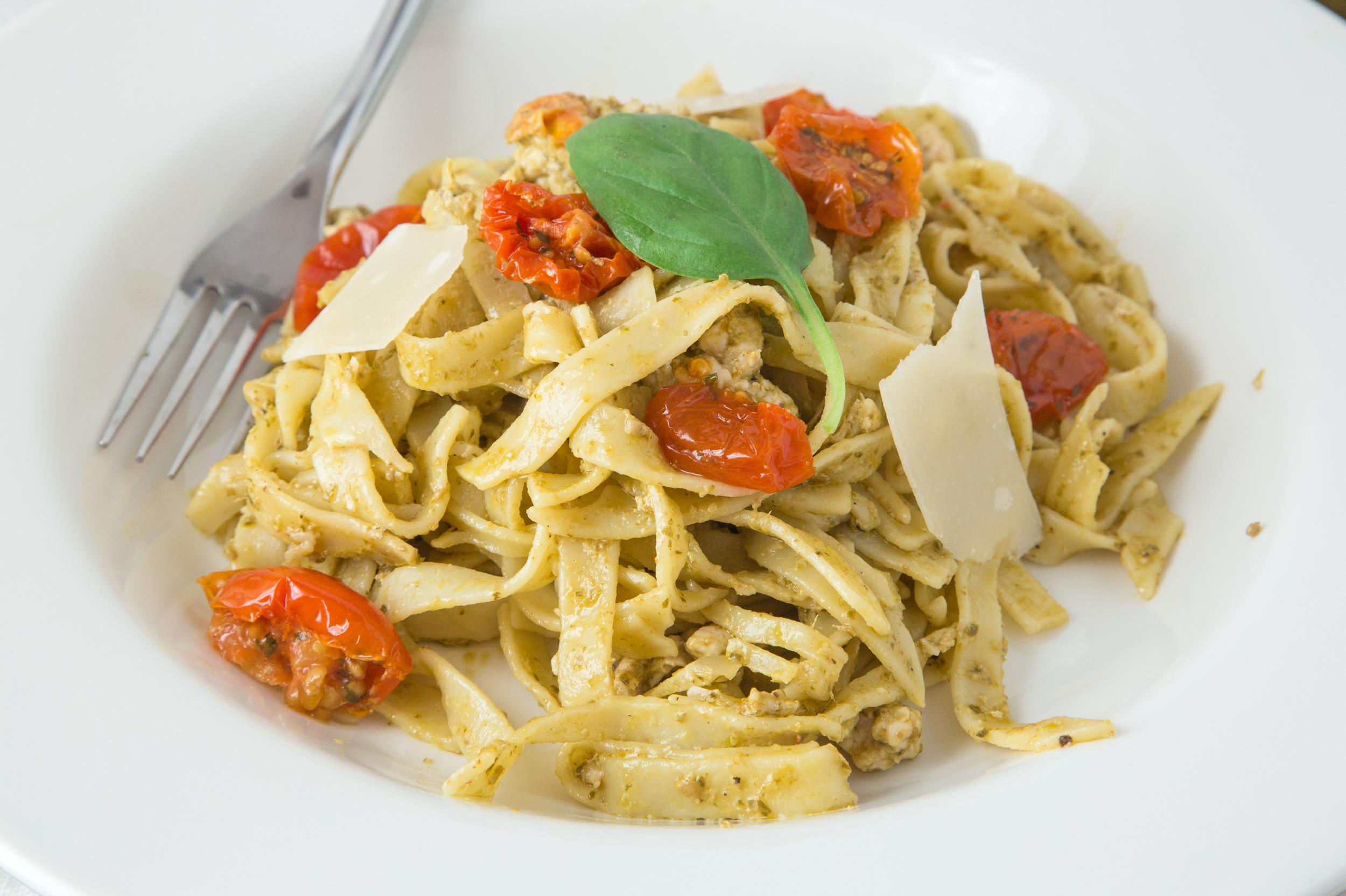 Quick and easy chicken pasta recipes genius kitchen forumfinder Choice Image