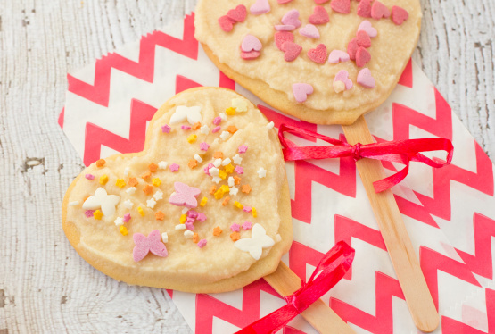 Valentine cookie pops recipe genius kitchen for Decor yo pops