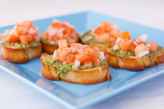 bruschetta with pesto tomatoes and thingies recipe. Black Bedroom Furniture Sets. Home Design Ideas