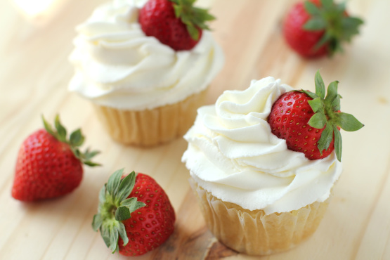 how to make whipped cream frosting for wedding cake frosting recipe food 16063
