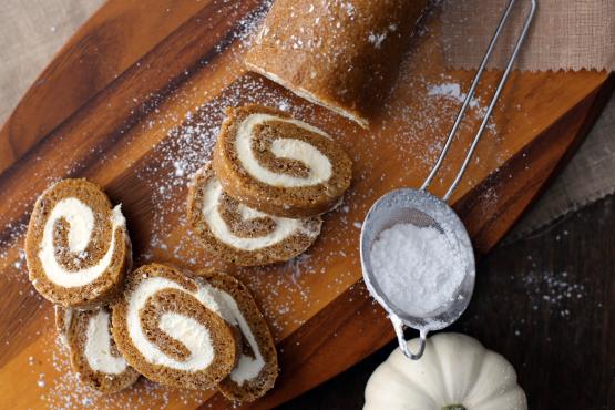 Pumpkin Cream Cheese Roll Recipe - Genius Kitchen