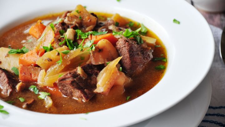 Traditional irish foods and recipes dinner desserts drinks and slow cooker beef stew forumfinder Images