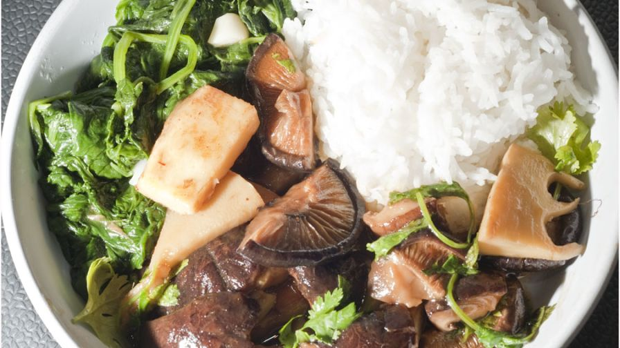 Stir fried chicken black mushrooms bamboo shoots and spinach 4 view more photos save recipe forumfinder Choice Image