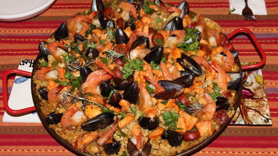 Authentic spanish paella recipe genius kitchen 17 view more photos save recipe forumfinder Image collections