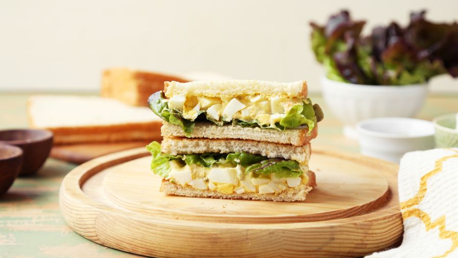 Simple homemade egg salad sandwich recipe genius kitchen 8 view more photos save recipe forumfinder