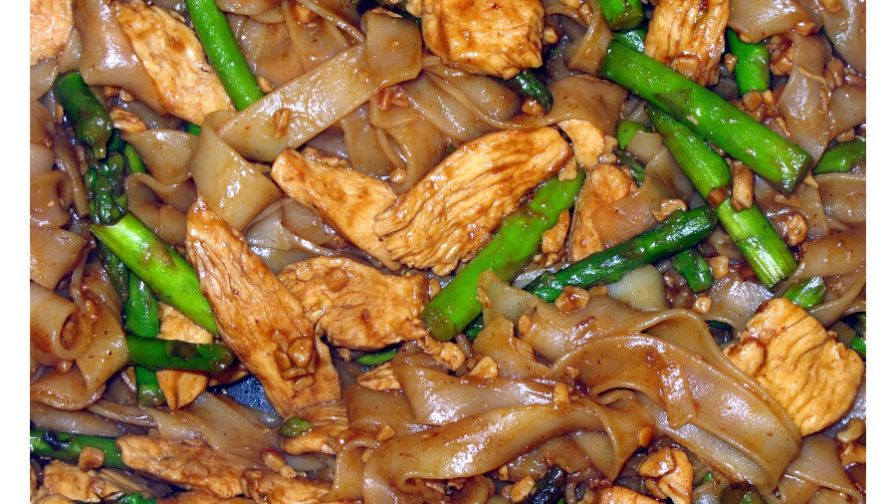 Thai rice noodles with chicken and asparagus recipe genius kitchen 4 view more photos save recipe forumfinder Choice Image