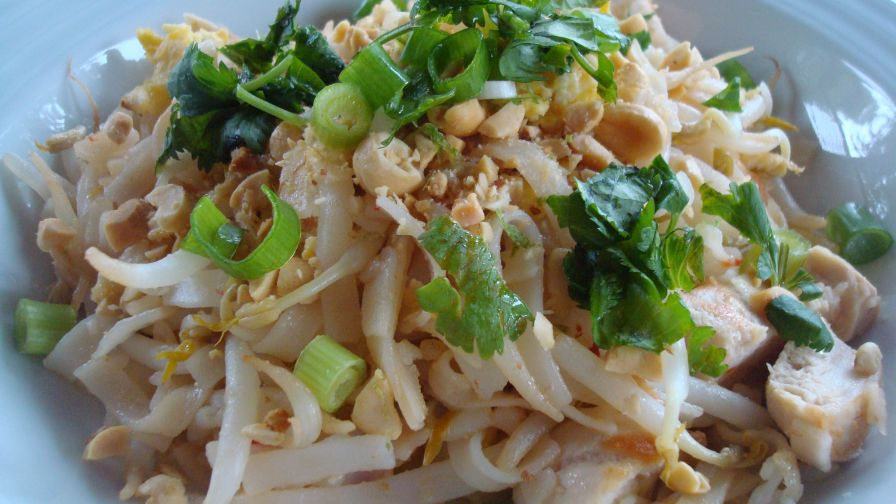 Bangkok style chicken pad thai recipe genius kitchen 7 view more photos save recipe forumfinder Image collections