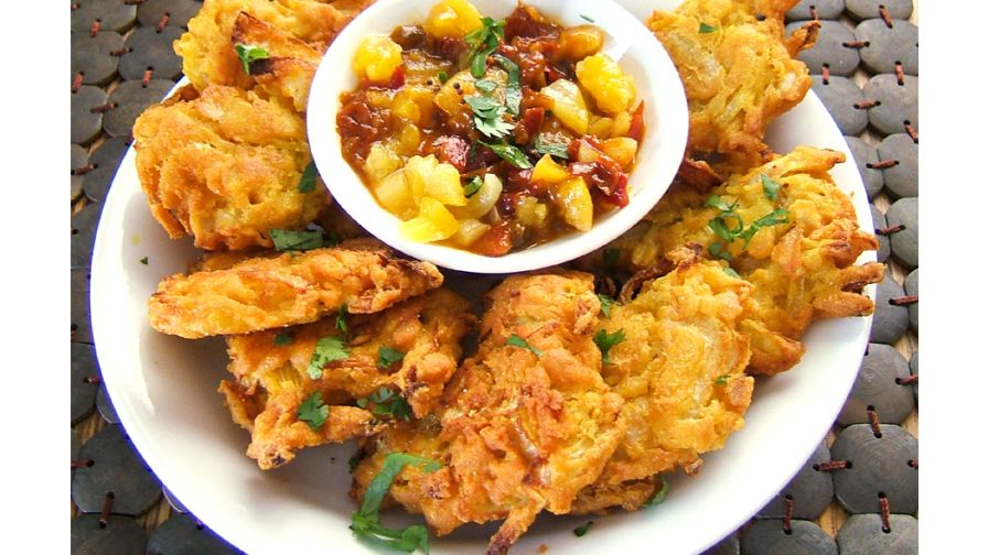 Indian restaurant style onion bhajia deep fried onion fritters 5 view more photos save recipe forumfinder Images