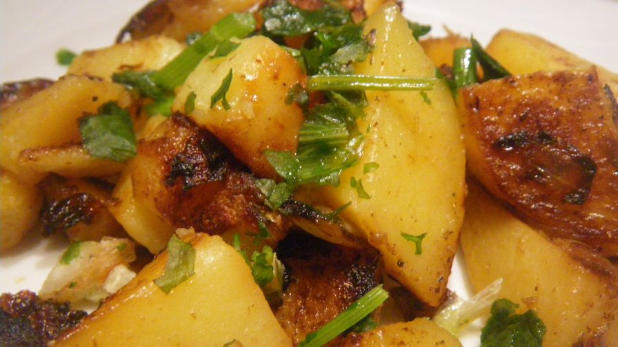 Lebanese spiced potatoes batata harra recipe genius kitchen 4 view more photos save recipe forumfinder Images